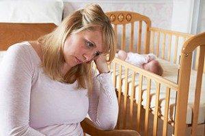 Послеродовая депрессия: симптомы, причины, лечение, профилактика